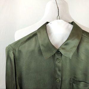 Equipment Essential silk button down size M